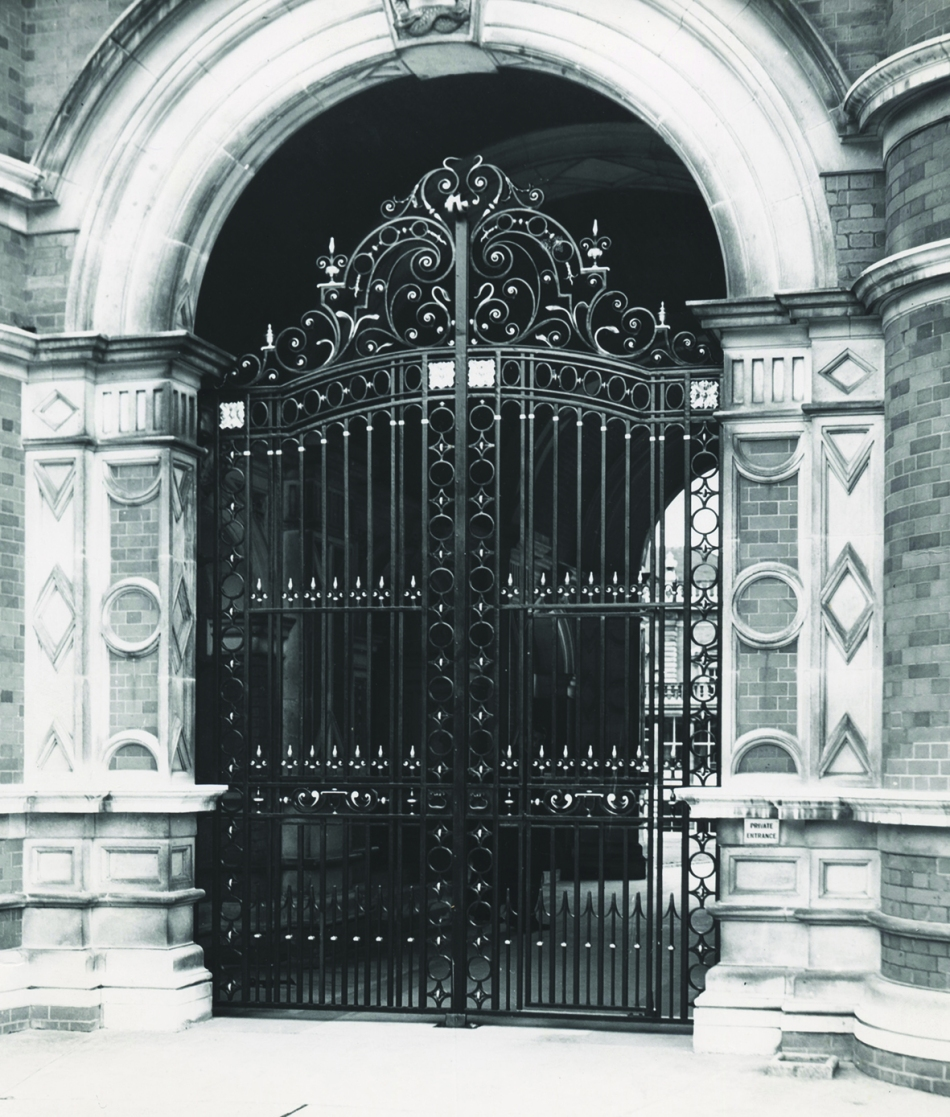 46-rhc-ph-201-4-powell-gates-1958-copyright-windsor-slough-and-eton-express-mr